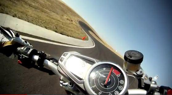 Duel de Drift entre motos et auto