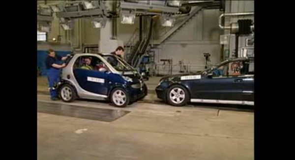 Crash Test : Smart ForTwo VS Mercedes Class E
